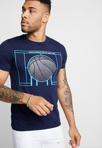 Jack & Jones - JCOFIELD TEE CREW NECK - T-shirt imprimé - maritime blue - 0