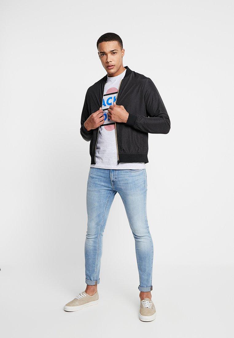 Jack & Jones - JCOBOOSTER TEE CREW NECK 2 PACK - T-shirt med print - black/white melange