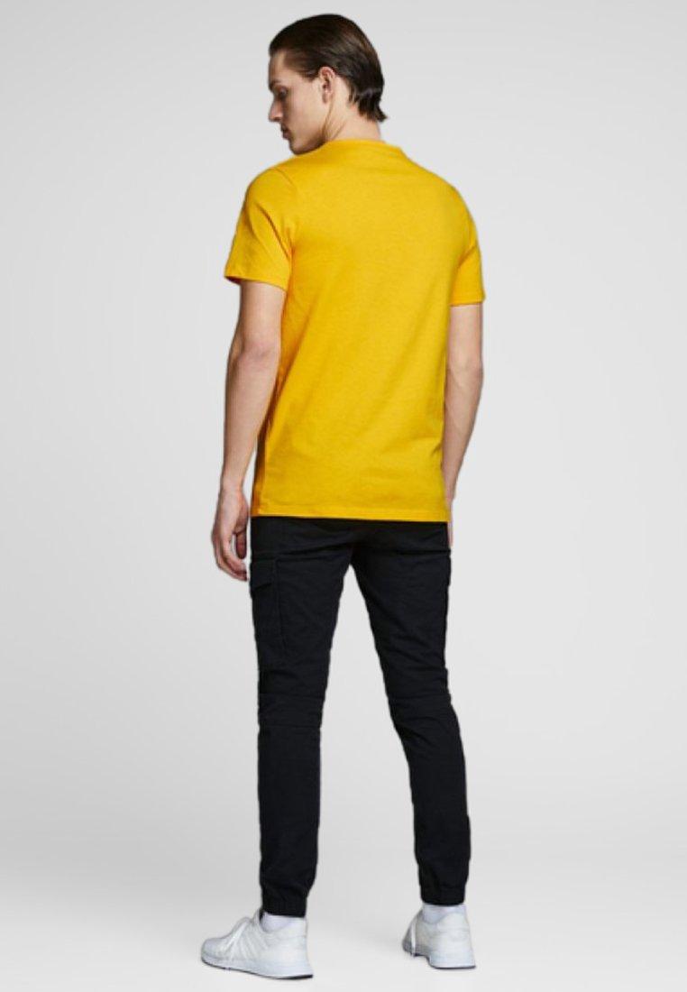 Jack & Jones T-shirt z nadrukiem - gold fusion