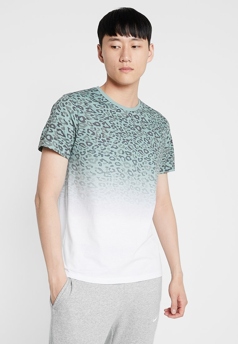 Jack & Jones - JORSPOTPARK TEE CREW NECK REGULAR FIT - Camiseta estampada - green bay