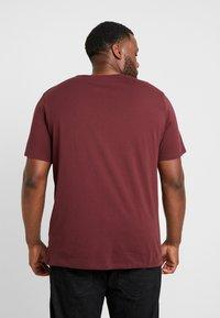 Jack & Jones - JJELOGO TEE  CREW NECK  - T-shirt z nadrukiem - port royale - 2