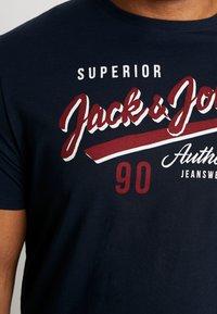 Jack & Jones - JJELOGO TEE  CREW NECK  - Triko spotiskem - navy - 5