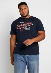Jack & Jones - JJELOGO TEE  CREW NECK  - Print T-shirt - navy - 0