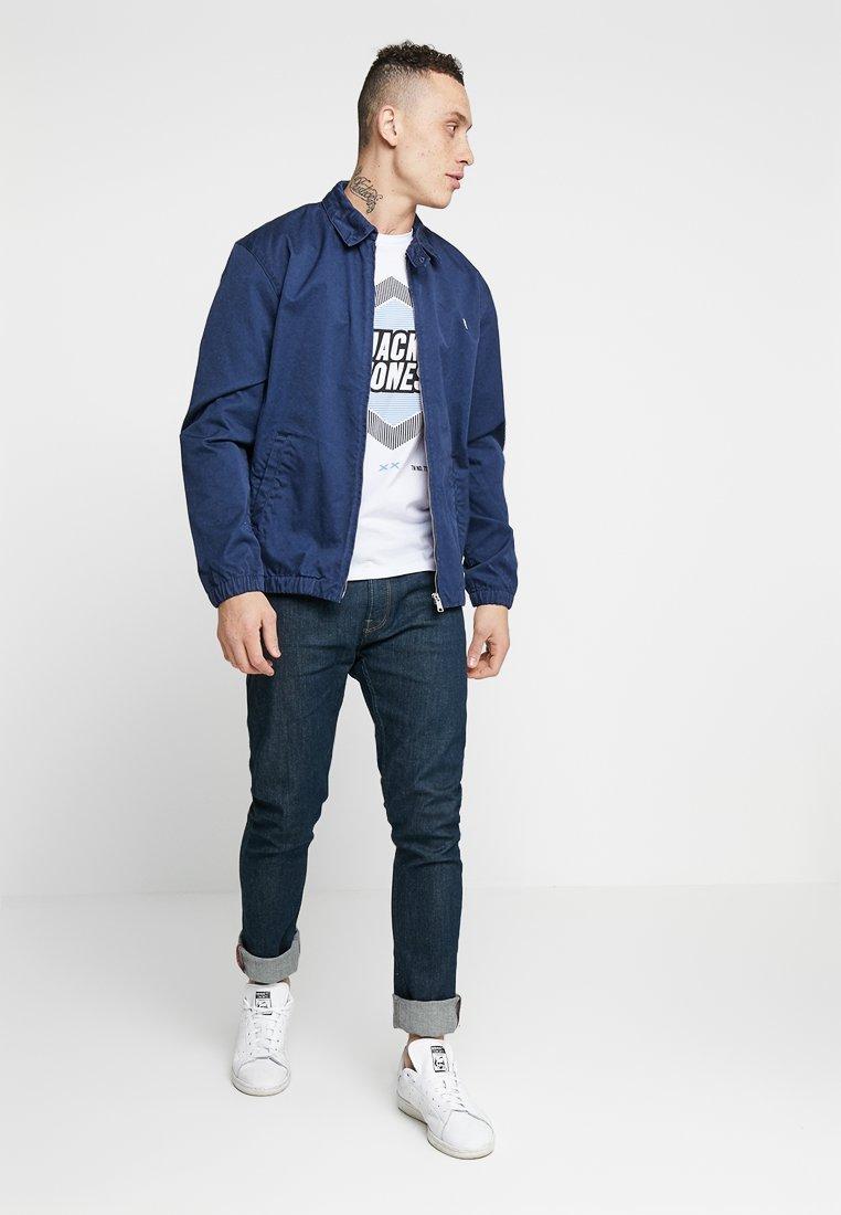 Jack & Jones - 2PACK JCOBOOSTER TEE CREW NECK  - T-shirt print - maritime blue/white