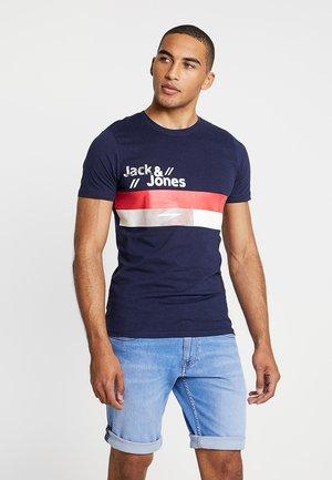 JCOSTAIRS TEE CREW NECK SLIM FIT - T-shirt z nadrukiem - maritime blue