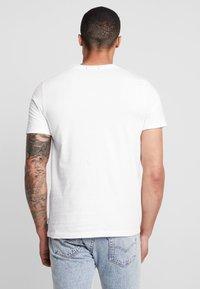 Jack & Jones - JORCHESTER TEE CREW NECK - T-shirt print - cloud dancer - 2