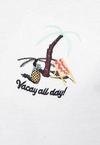 Jack & Jones - JORCHESTER TEE CREW NECK - T-shirt print - cloud dancer - 5