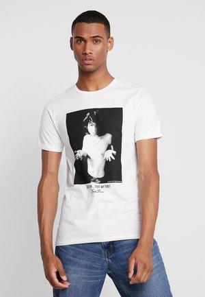 JORICONS TEE CREW NECK - T-shirt med print - cloud dancer