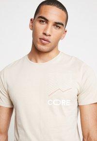 Jack & Jones - JCOAPEX TEE CREW NECK - Print T-shirt - tan - 4