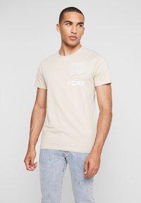 Jack & Jones - JCOAPEX TEE CREW NECK - Print T-shirt - tan - 0