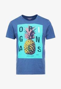 Jack & Jones - JORNEWFUNKI TEE CREW NECK - Print T-shirt - ensign blue - 4