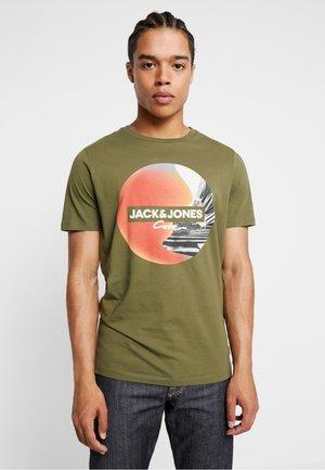 JCOAUTUMN TEE CREW NECK  - Print T-shirt - winter moss
