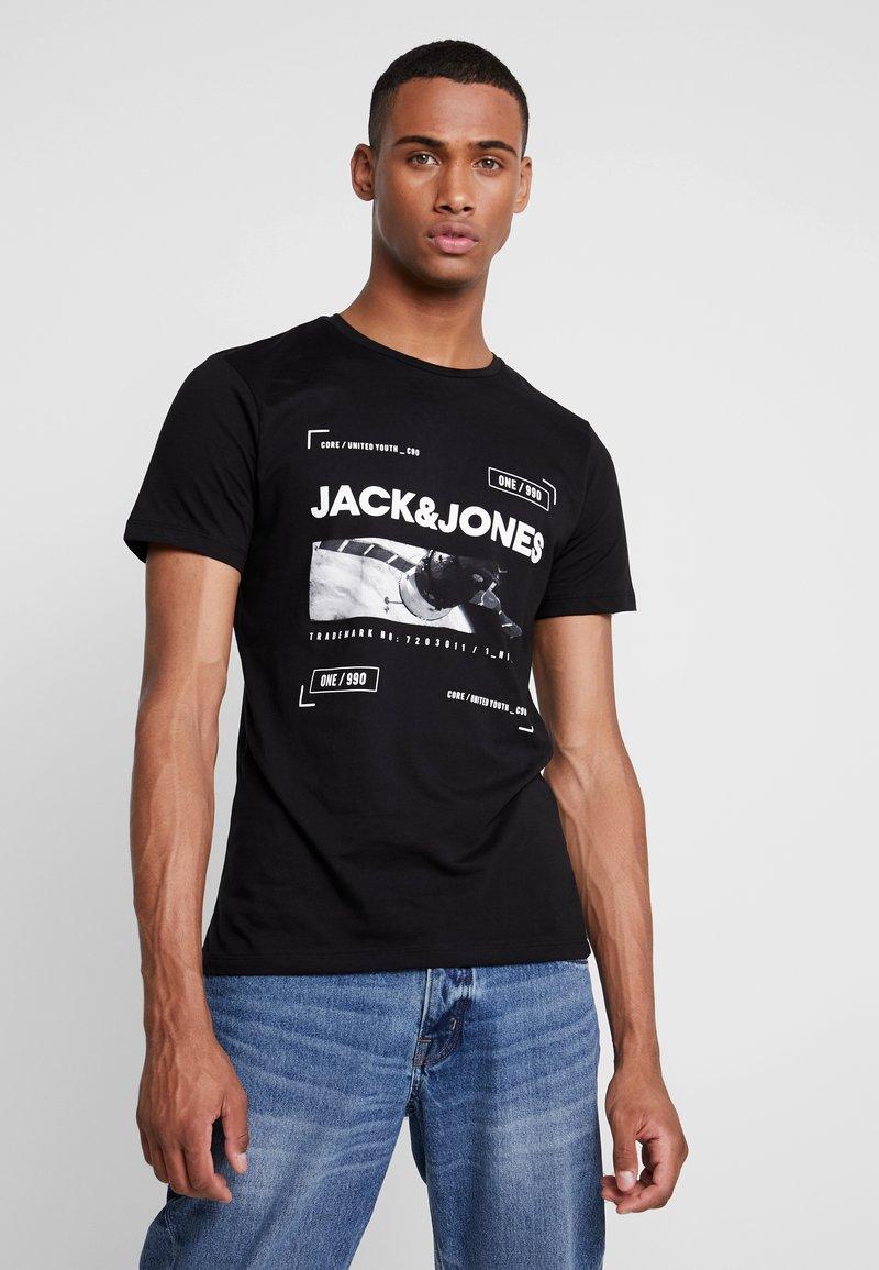 Jack & Jones - JCOCHRIST TEE CREW NECK - Triko spotiskem - black