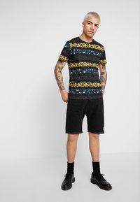 Jack & Jones - JORPETSHOP TEE CREW NECK - Print T-shirt - tap shoe - 1