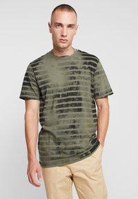 Jack & Jones - JORPLOP TEE CREW NECK - Print T-shirt - dusty olive - 0