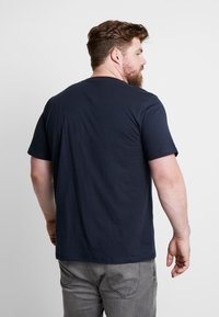 Jack & Jones - JORNEWRIVAL TEE CREW NECK - T-shirt z nadrukiem - total eclipse - 2