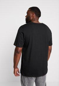 Jack & Jones - JORMELTING TEE CREW NECK - T-shirt med print - black - 2