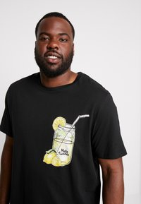 Jack & Jones - JORMELTING TEE CREW NECK - T-shirt z nadrukiem - black - 4