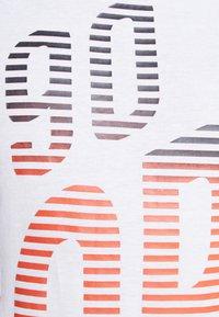 Jack & Jones - JCOANDERS TEE CREW NECK SLIM FIT - T-shirt print - white - 5