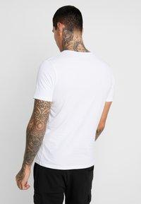 Jack & Jones - JCOANDERS TEE CREW NECK SLIM FIT - T-shirt print - white - 2