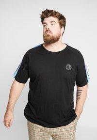 Jack & Jones - JCOPALM TEE CREW NECK - T-shirt med print - black - 0