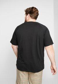 Jack & Jones - JCOPALM TEE CREW NECK - T-shirt med print - black - 2