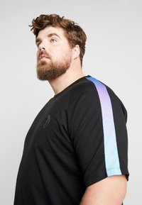 Jack & Jones - JCOPALM TEE CREW NECK - T-shirt med print - black - 4