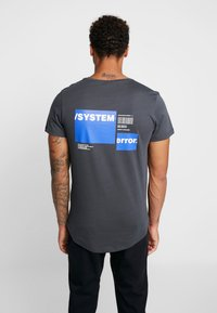 Jack & Jones - JCORICK TEE CREW NECK - Camiseta estampada - asphalt - 0