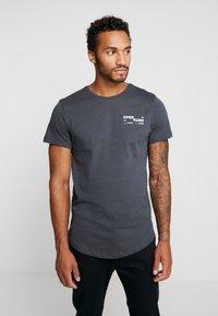 Jack & Jones - JCORICK TEE CREW NECK - Camiseta estampada - asphalt - 2