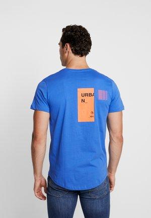 JCORICK TEE CREW NECK - T-shirt print - dazzling blue