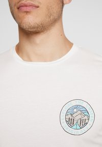 Jack & Jones - JORSUB SOUL TEE CREW NECK   - T-shirt print - cloud dancer - 5