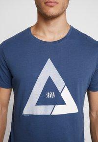 Jack & Jones - JCOQUICK TEE CREW NECK  - T-shirt print - ensign blue - 5