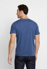 Jack & Jones - JCOQUICK TEE CREW NECK  - T-shirt print - ensign blue - 2