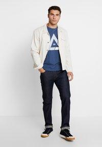 Jack & Jones - JCOQUICK TEE CREW NECK  - T-shirt print - ensign blue - 1