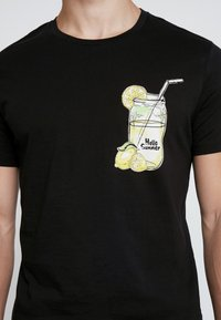 Jack & Jones - JORMELTING TEE CREW NECK  - T-shirt print - black - 4
