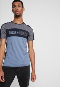 Jack & Jones - JCOTEMP TEE CREW NECK - T-shirt print - china blue - 0