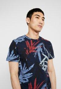 Jack & Jones - JORKALEX TEE CREW NECK - T-shirt med print - navy - 4
