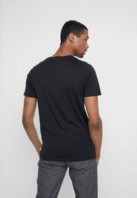 Jack & Jones - JJEORGANIC BASIC TEE - Camiseta básica - black - 2