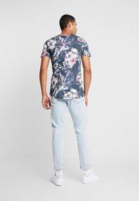 Jack & Jones - JORNATE TEE CREW NECK - T-shirt med print - navy blazer - 2