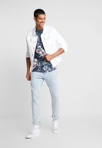 Jack & Jones - JORNATE TEE CREW NECK - T-shirt med print - navy blazer - 1