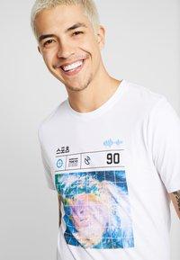 Jack & Jones - JCOLLOYD TEE CREW NECK SLIM FIT - Print T-shirt - white - 4