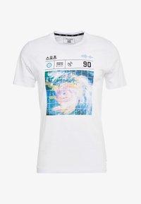 Jack & Jones - JCOLLOYD TEE CREW NECK SLIM FIT - Print T-shirt - white - 3