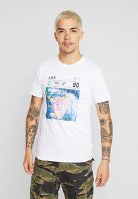 Jack & Jones - JCOLLOYD TEE CREW NECK SLIM FIT - Print T-shirt - white - 0