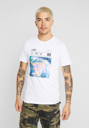 JCOLLOYD TEE CREW NECK SLIM FIT - Print T-shirt - white