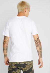 Jack & Jones - JCOLLOYD TEE CREW NECK SLIM FIT - Print T-shirt - white - 2