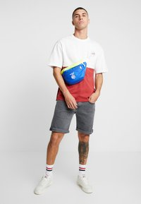 Jack & Jones - JORWILLEM TEE  - Print T-shirt - brick red - 1