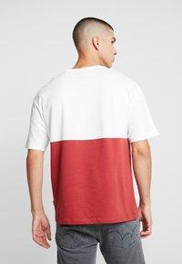 Jack & Jones - JORWILLEM TEE  - Print T-shirt - brick red - 2