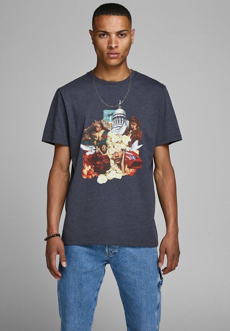 Jack & Jones - JCOCULTURE MIGOS TEE  - T-Shirt print - dark grey melange