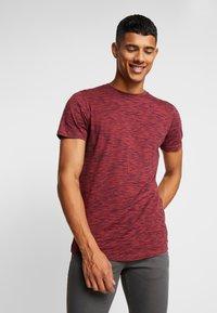 Jack & Jones - JORSPACEY TEE CREW NECK - Camiseta estampada - brick red - 0