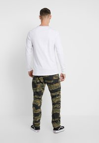 Jack & Jones - JCOMONDO TEE CREW NECK - Long sleeved top - white - 2